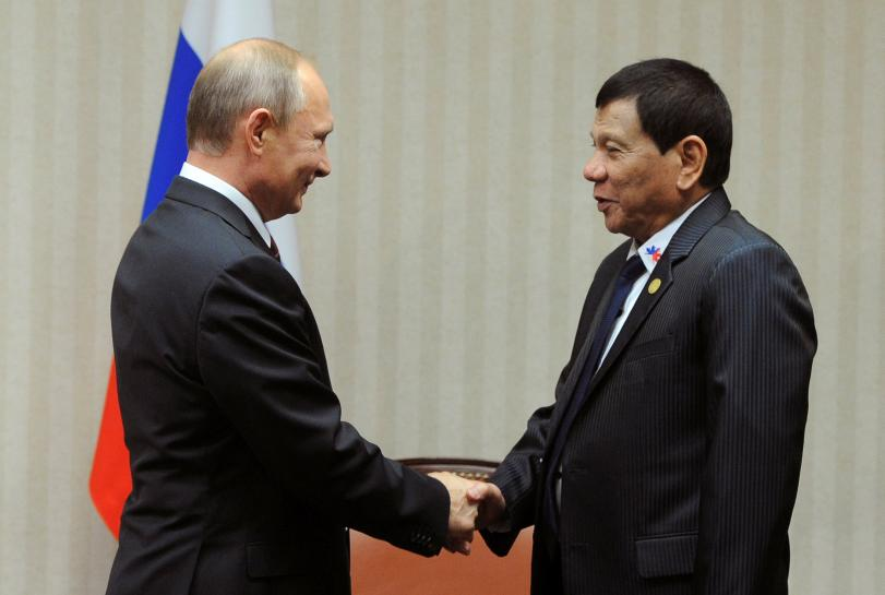 Russian President Vladimir Putin and Philippine President Rodrigo Duterte attend a meeting on the sidelines of the Asia-Pacific Economic Cooperation (APEC) Summit in Lima, Peru, November 19, 2016.  Sputnik/Kremlin/Mikhail Klimentyev via REUTERS
