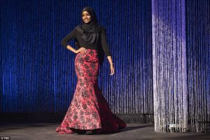 3ad3e60200000578-3978174-halima_aden_wears_a_hijab_and_gown_while_competing_in_the_prelim-a-28_1480368256631